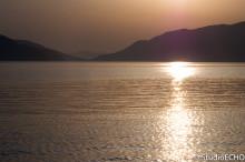 海面に反射する夕日