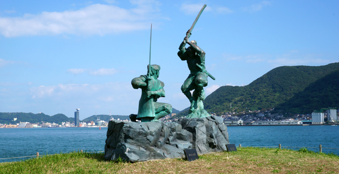 武蔵小次郎決闘の像