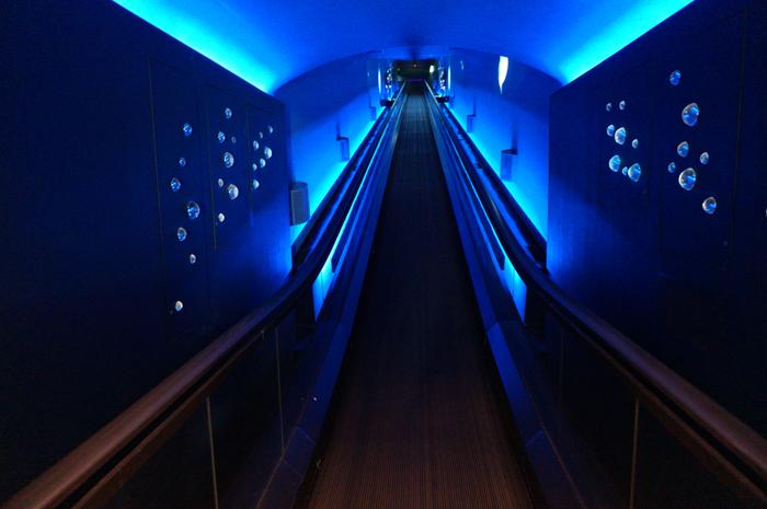 2階へのエスカレーター